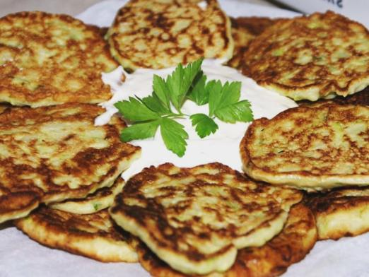 How to cook zucchini fritters?