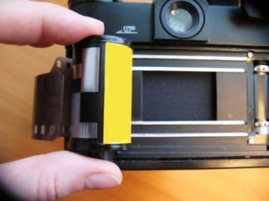 How to insert a film?