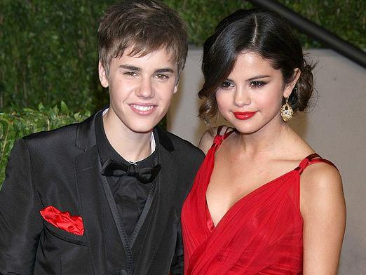Who does Selena Gomez meet with?