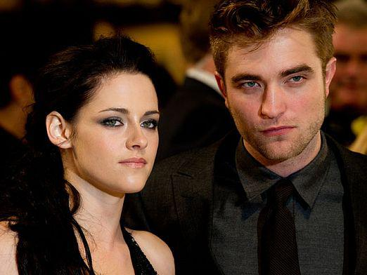 Who does Robert Pattinson meet with?