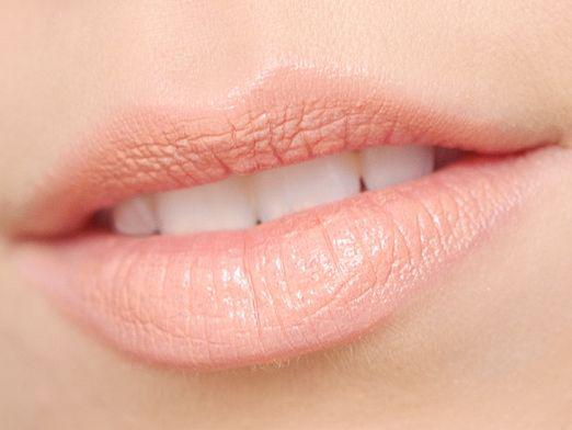 How to lighten your lips?