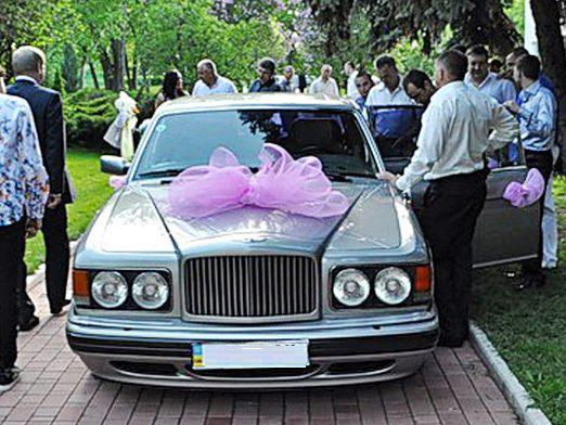 What do parents give to the wedding?