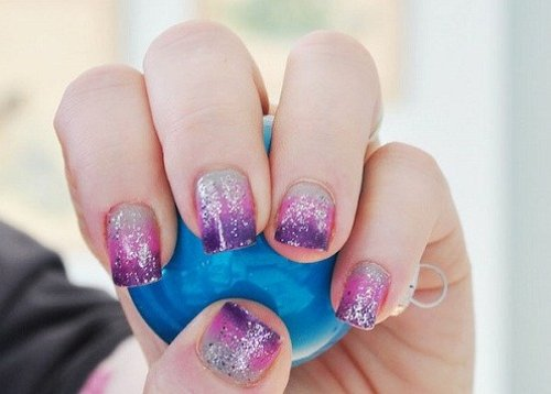How to make a manicure with a sponge