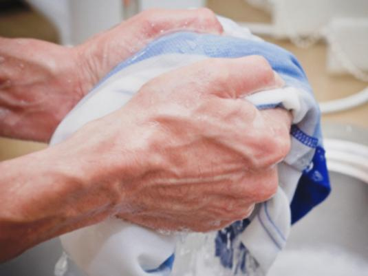 How to wash a shirt?