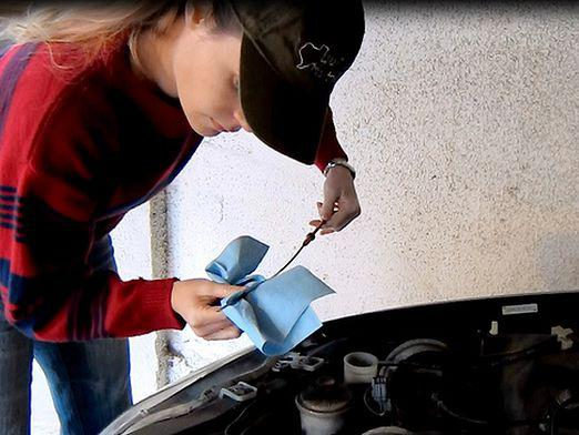 How to check the oil level?