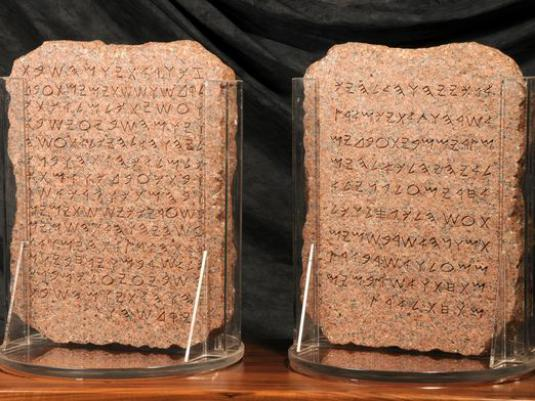 What is the main disadvantage of Phoenician writing?