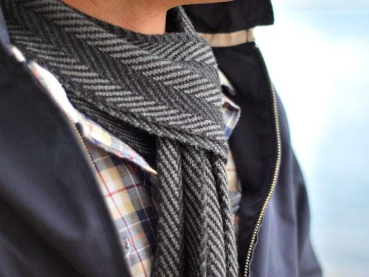 How to tie a scarf for men?
