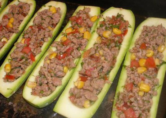How to cook zucchini with minced meat?