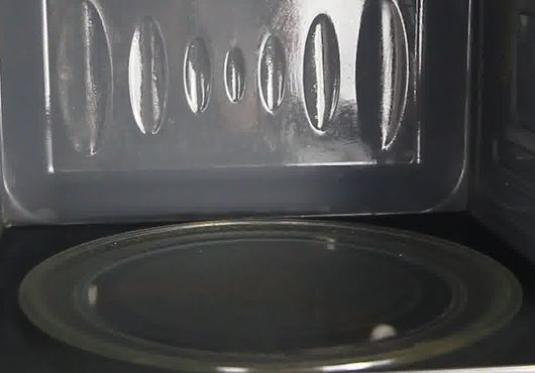 How to clean the microwave?