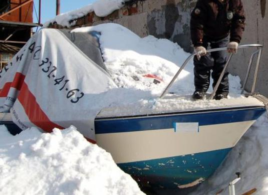 How to store a boat in the winter?
