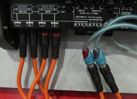 How to connect a 4-channel amplifier?