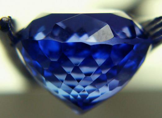 Which stone is suitable for Aquarius women?