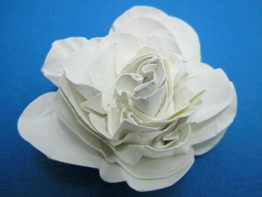 How to make a rose out of paper?