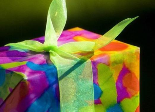 What to give to friends for the anniversary?