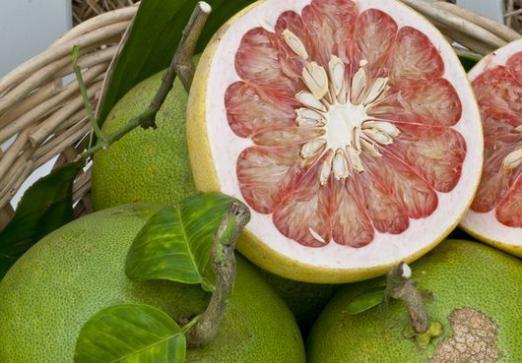 Pomelo: what kind of fruit?
