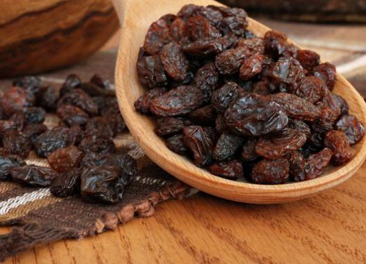 How many calories in raisins?