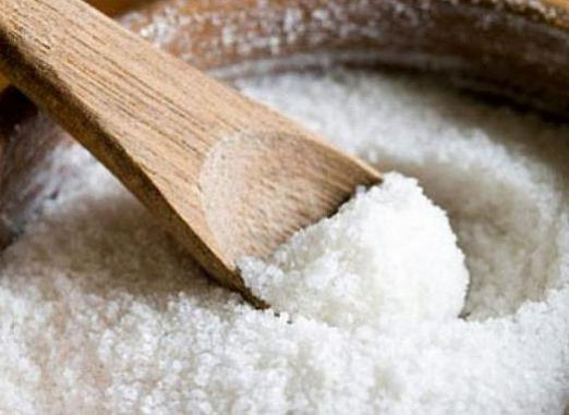 How to remove spoilage of salt?
