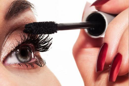 Perfectly painted eyelashes at home