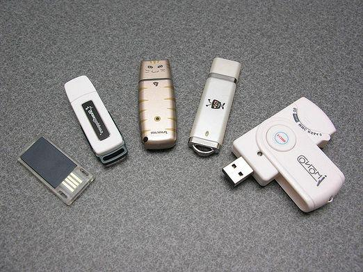How to download music to a USB flash drive?