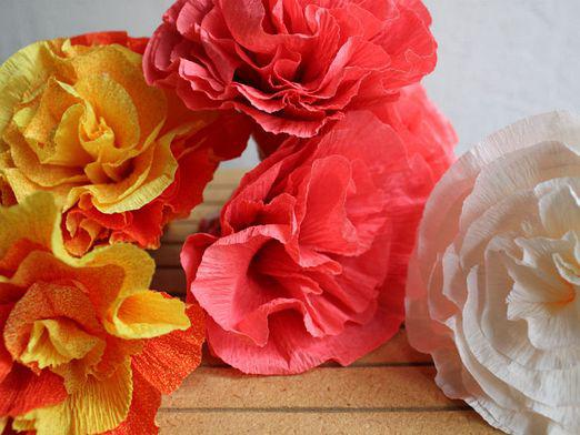 How to make a flower from corrugated paper?