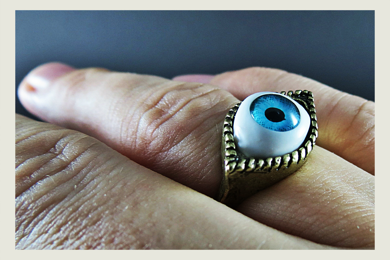 Color rings should match eye color.