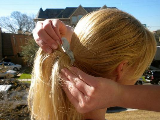 How to tie a hair?